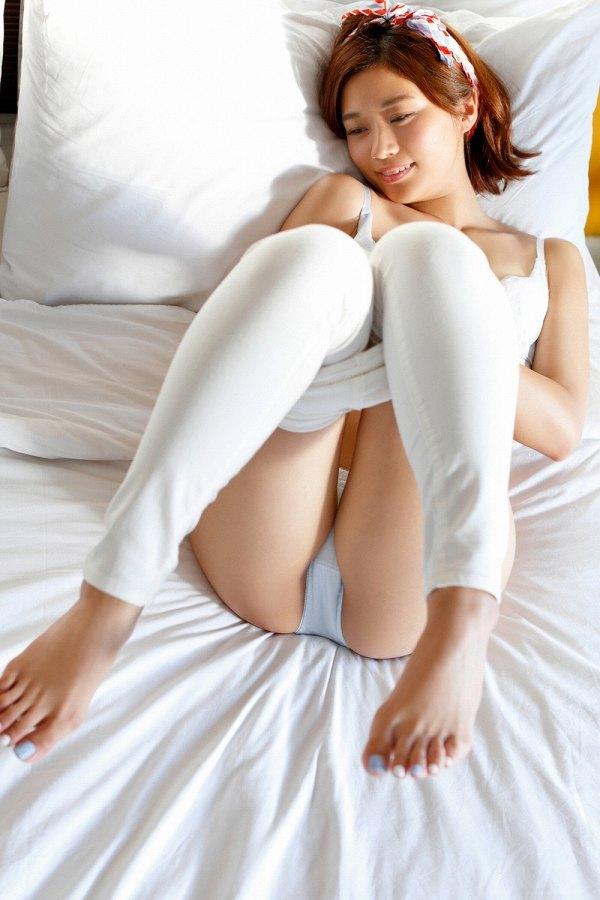 【安枝瞳グラビア画像】95cmもある大きく綺麗なお尻が最高過ぎる! 43