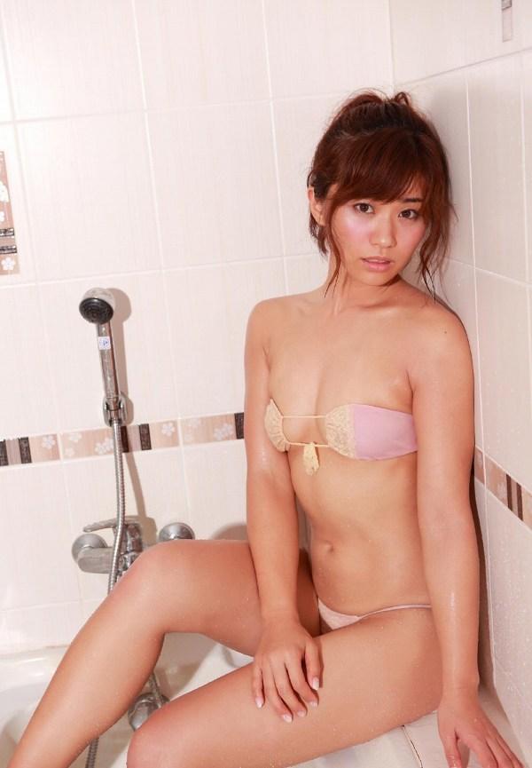【安枝瞳グラビア画像】95cmもある大きく綺麗なお尻が最高過ぎる! 48