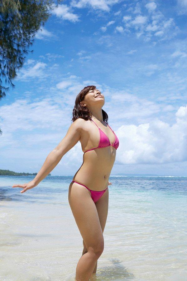 【安枝瞳グラビア画像】95cmもある大きく綺麗なお尻が最高過ぎる! 52