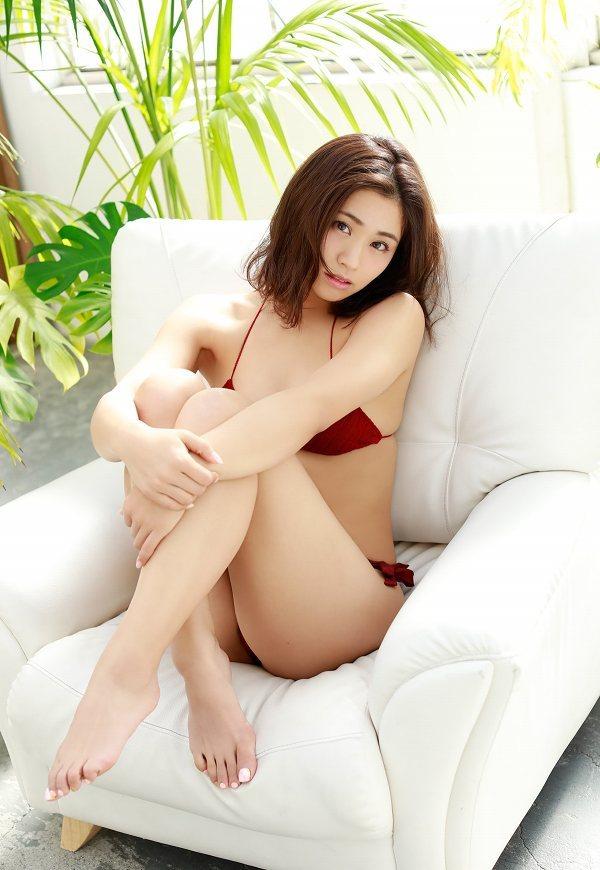 【安枝瞳グラビア画像】95cmもある大きく綺麗なお尻が最高過ぎる! 74