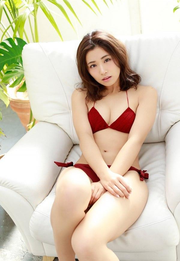 【安枝瞳グラビア画像】95cmもある大きく綺麗なお尻が最高過ぎる! 75