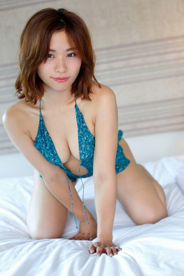 【安枝瞳グラビア画像】95cmもある大きく綺麗なお尻が最高過ぎる! 78