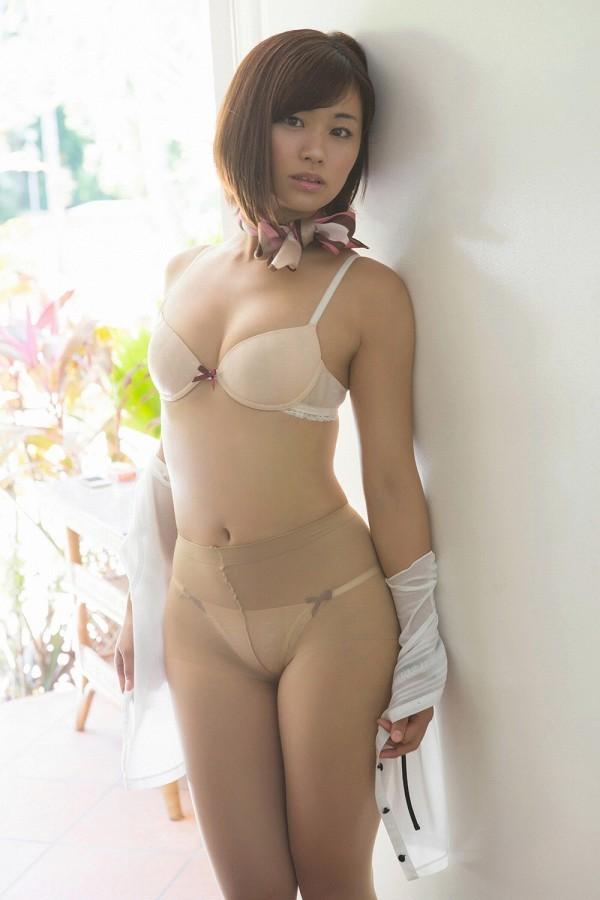 【安枝瞳グラビア画像】95cmもある大きく綺麗なお尻が最高過ぎる! 81