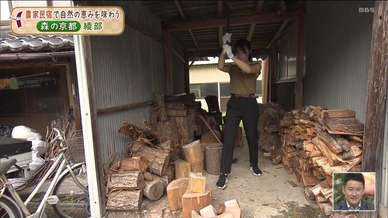 【清水麻椰キャプ画像】新人女子アナウンサーの着衣おっぱいとお尻! 54