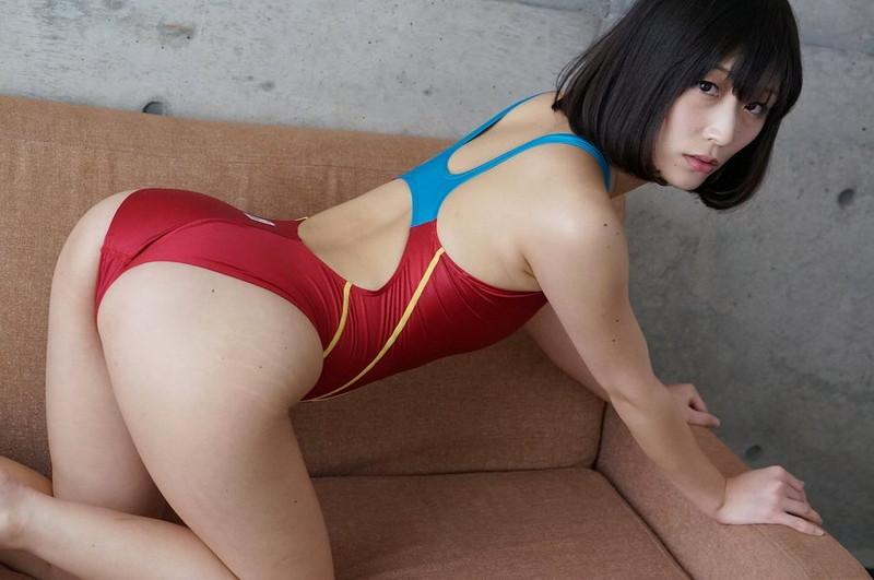 【柚木しおりグラビア画像】股間を接写で大胆に見せてくれたハイレグ美女 24