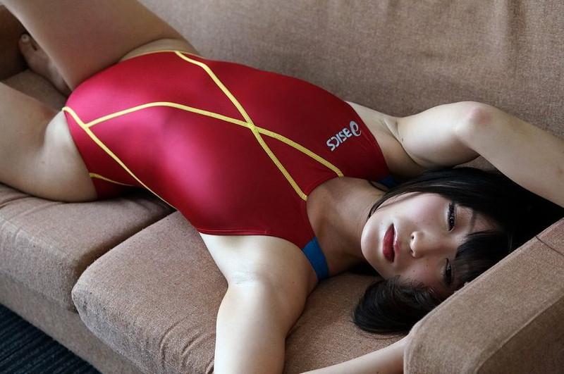 【柚木しおりグラビア画像】股間を接写で大胆に見せてくれたハイレグ美女 26
