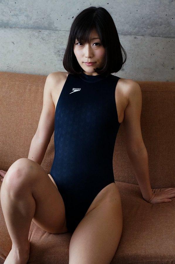 【柚木しおりグラビア画像】股間を接写で大胆に見せてくれたハイレグ美女 35