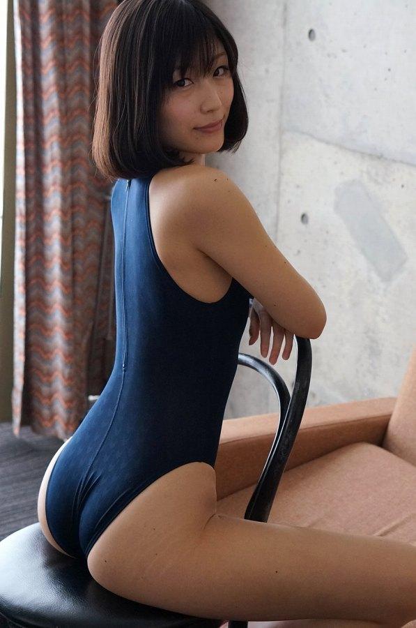 【柚木しおりグラビア画像】股間を接写で大胆に見せてくれたハイレグ美女 40