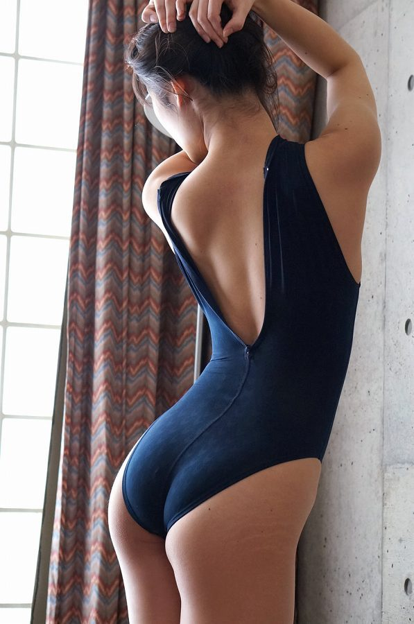 【柚木しおりグラビア画像】股間を接写で大胆に見せてくれたハイレグ美女 43
