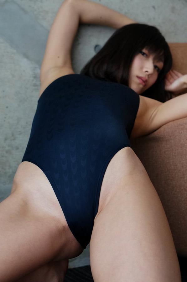 【柚木しおりグラビア画像】股間を接写で大胆に見せてくれたハイレグ美女 44