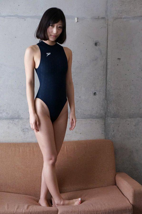 【柚木しおりグラビア画像】股間を接写で大胆に見せてくれたハイレグ美女 49