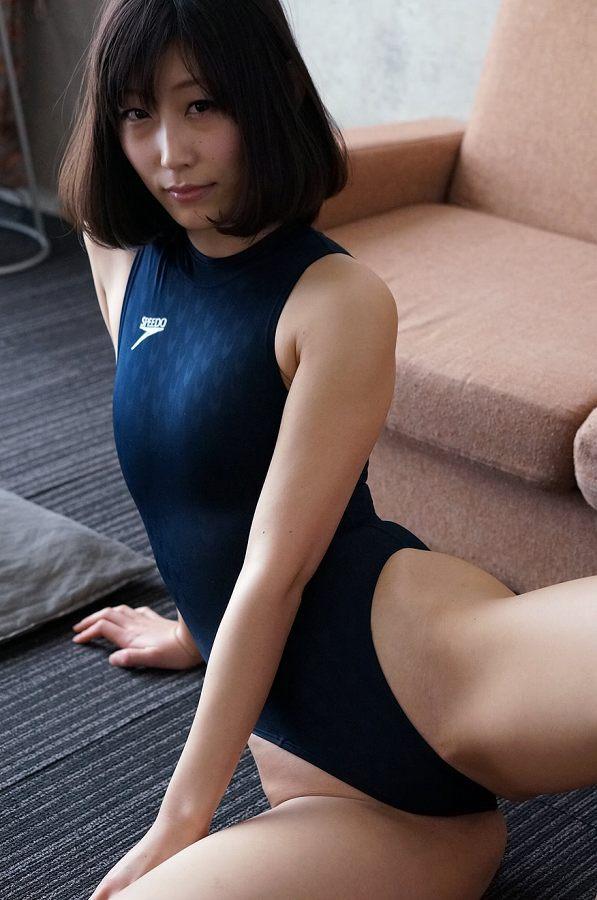 【柚木しおりグラビア画像】股間を接写で大胆に見せてくれたハイレグ美女 50