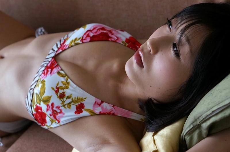 【柚木しおりグラビア画像】股間を接写で大胆に見せてくれたハイレグ美女 73