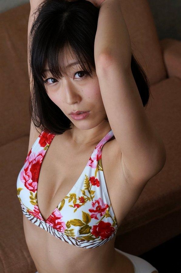 【柚木しおりグラビア画像】股間を接写で大胆に見せてくれたハイレグ美女 78
