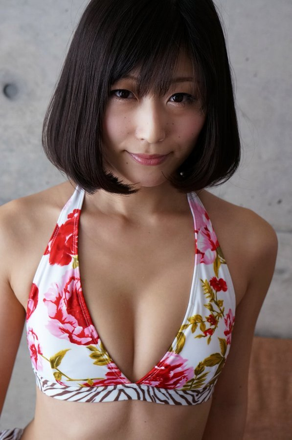 【柚木しおりグラビア画像】股間を接写で大胆に見せてくれたハイレグ美女 90
