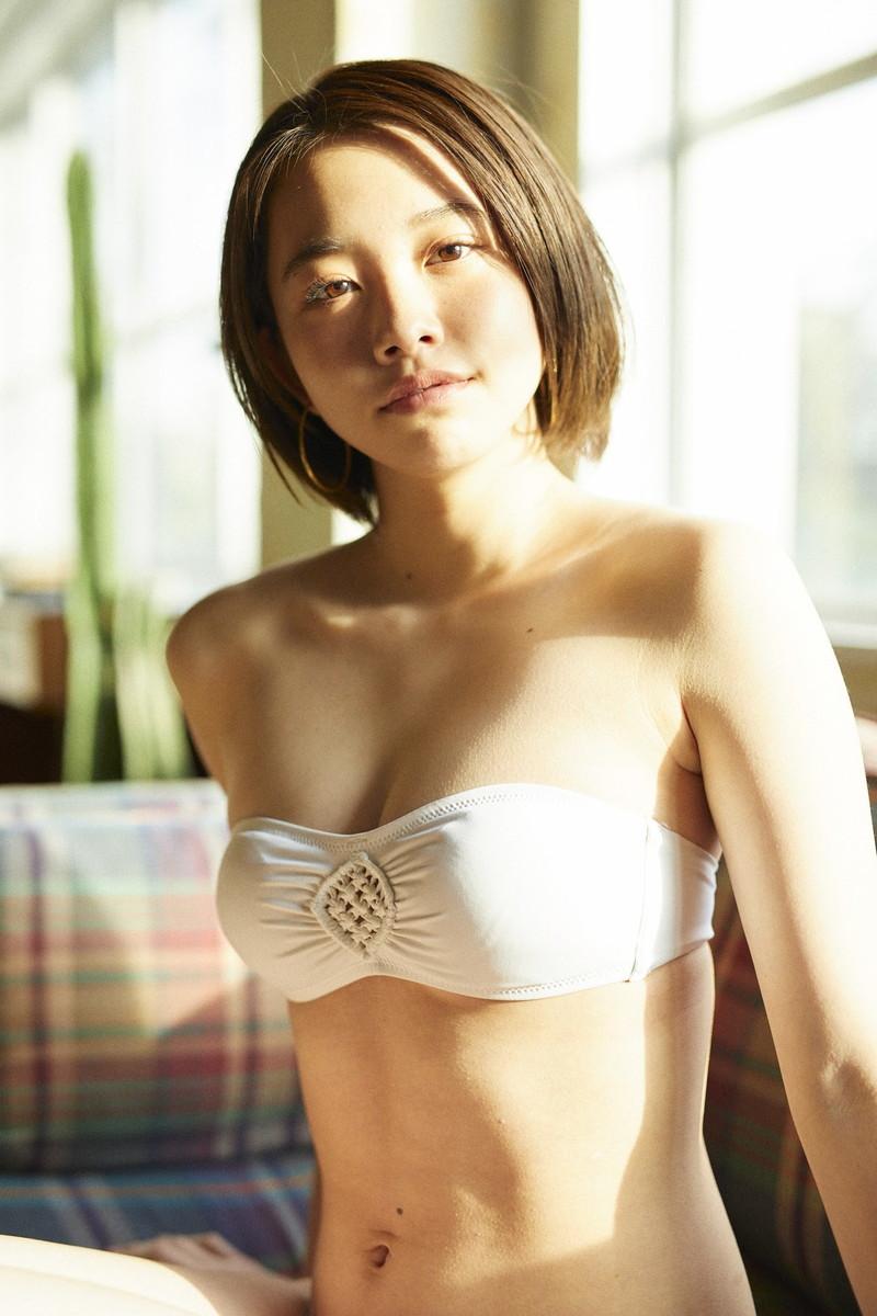 【新田あゆなグラビア画像】ショートカットが似合って可愛いミスコン美少女 09