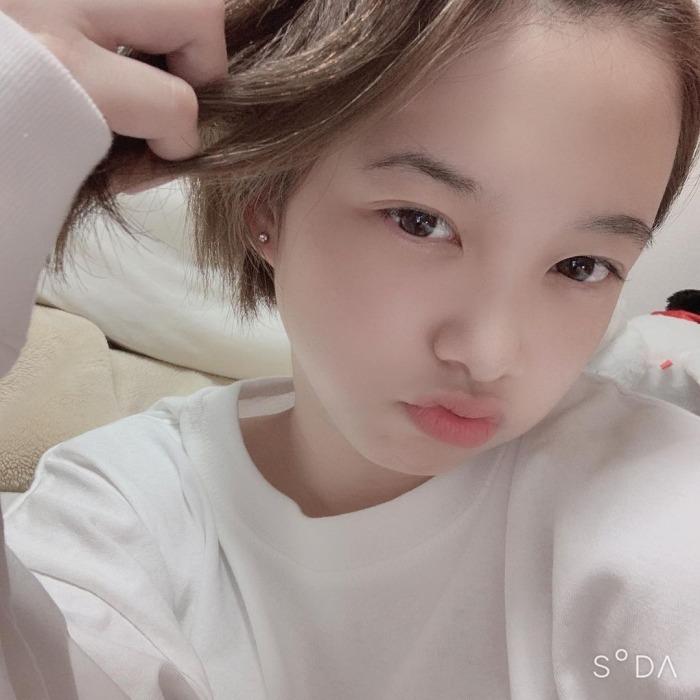 【新田あゆなグラビア画像】ショートカットが似合って可愛いミスコン美少女 73