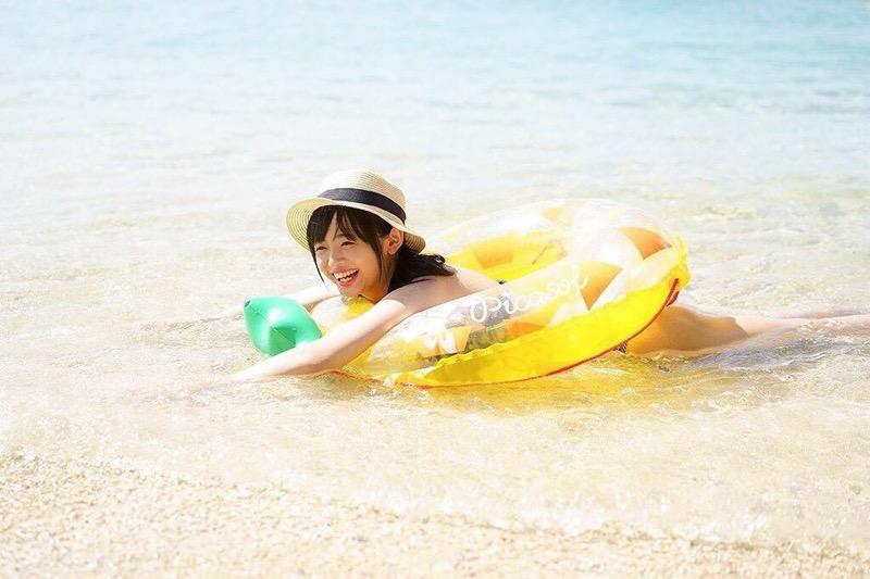 【西葉瑞希エロ画像】平成最後のロリ巨乳と称される童顔アイドルのグラビア! 11
