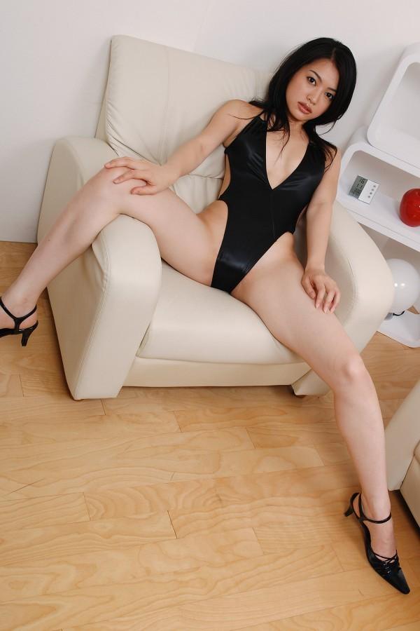 【山口愛実エロ画像】元セクシー系グラドルが撮ってた疑似フェラがこちら 18
