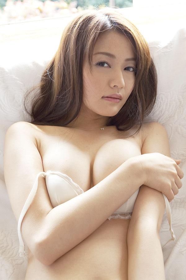 【山口愛実エロ画像】元セクシー系グラドルが撮ってた疑似フェラがこちら 77