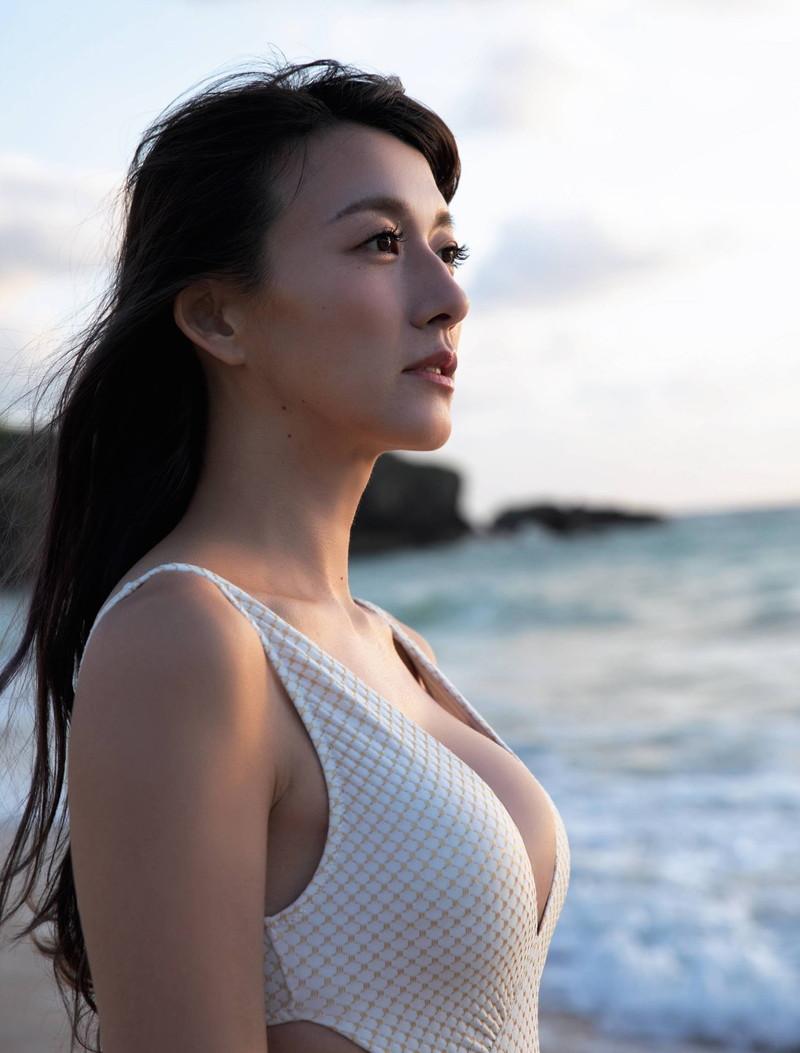 【大島由香里キャプ画像】着衣おっぱいとグラビアの谷間がエロい美熟女アナ! 07