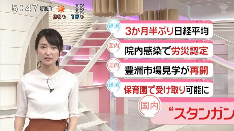 【女子アナキャプ画像】中島芽生さんのニット越しおっぱいや二の腕! 29