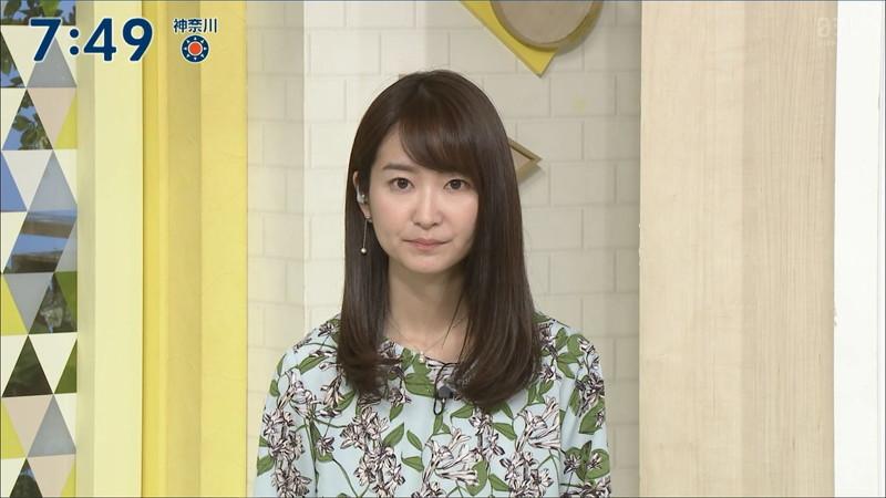 【女子アナキャプ画像】中島芽生さんのニット越しおっぱいや二の腕! 59
