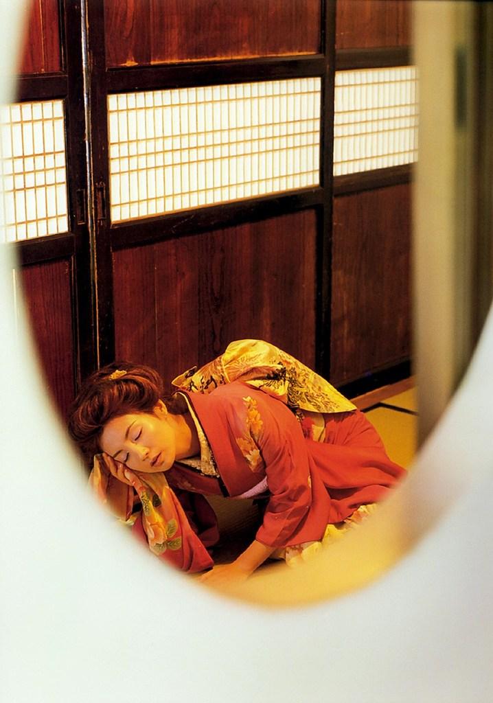 【吉本多香美お宝画像】父がウルトラマンで主人公をしてた親子2代女優の濡れ場! 12