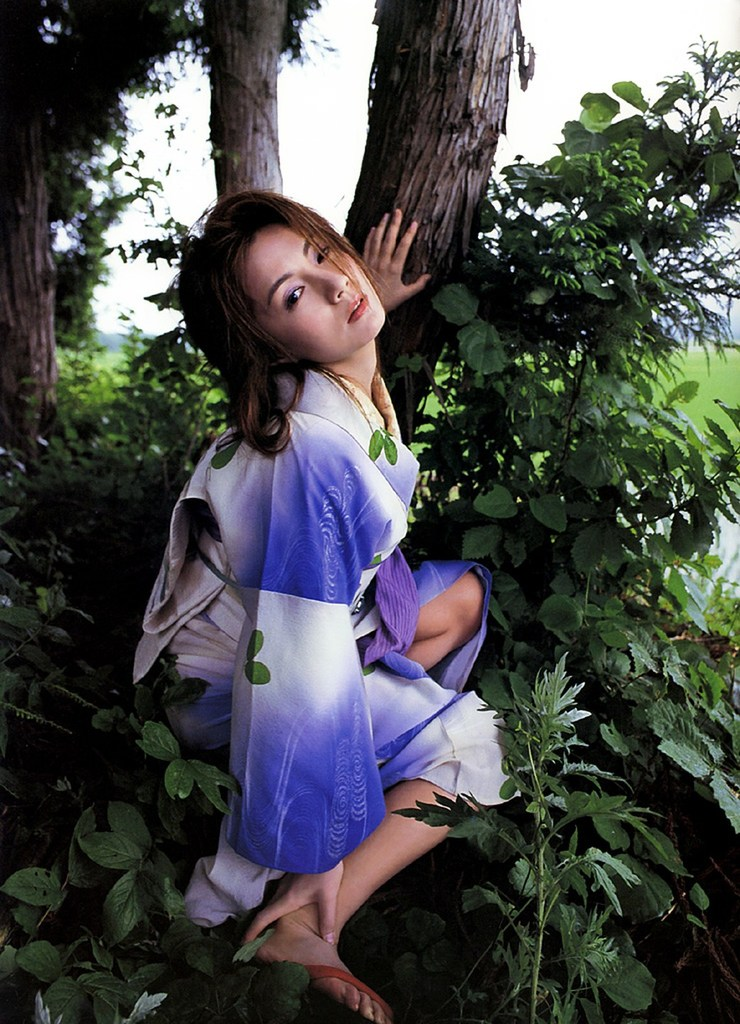 【吉本多香美お宝画像】父がウルトラマンで主人公をしてた親子2代女優の濡れ場! 36