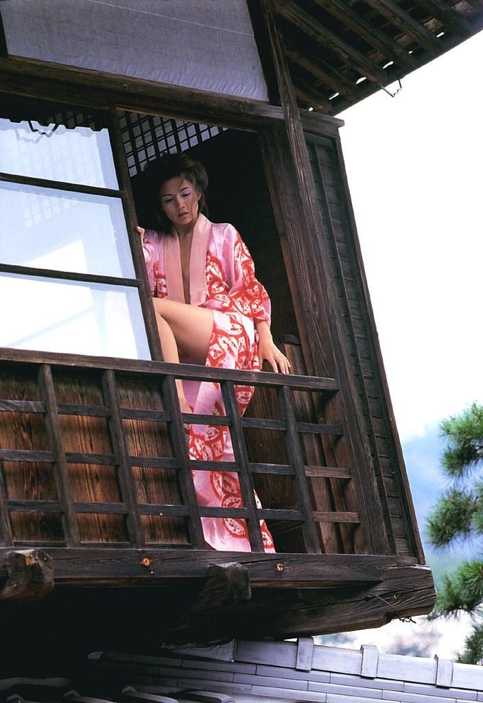 【吉本多香美お宝画像】父がウルトラマンで主人公をしてた親子2代女優の濡れ場! 48