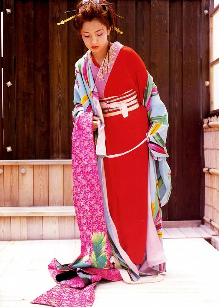 【吉本多香美お宝画像】父がウルトラマンで主人公をしてた親子2代女優の濡れ場! 52