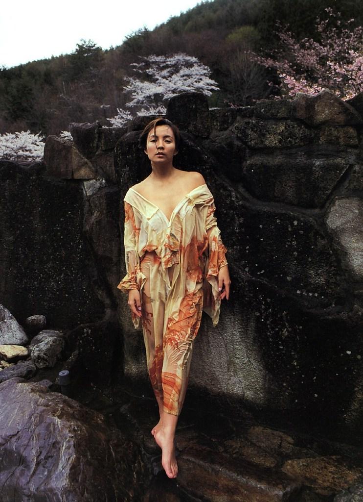 【吉本多香美お宝画像】父がウルトラマンで主人公をしてた親子2代女優の濡れ場! 54