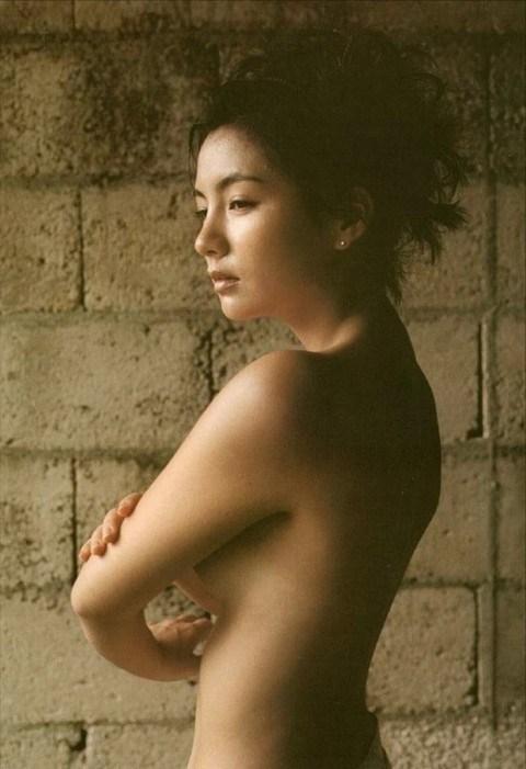 【吉本多香美お宝画像】父がウルトラマンで主人公をしてた親子2代女優の濡れ場! 72