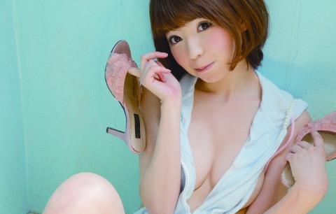 【吉田ユウお宝画像】茶髪ショートボブが似合って可愛いEカップグラドル 09