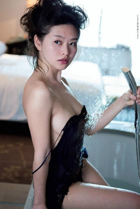 【吉野紗香お宝画像】チャイドルブームに火を付けたベテラン女優の現在は? 37