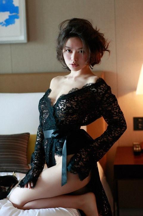 【吉野紗香お宝画像】チャイドルブームに火を付けたベテラン女優の現在は? 45