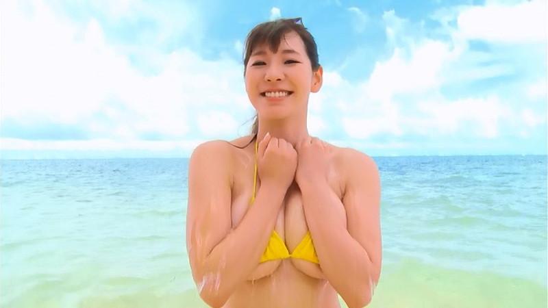 【夏来唯キャプ画像】2020年の巨乳アイドル賞を獲った爆乳巨尻お姉さん 12