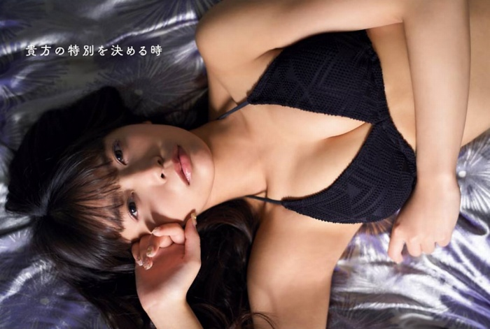 【宮内凛グラビア画像】色白肌が綺麗なスレンダー美少女の水着姿がエロい 06