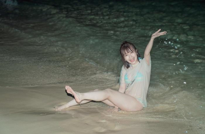 【宮内凛グラビア画像】色白肌が綺麗なスレンダー美少女の水着姿がエロい 11