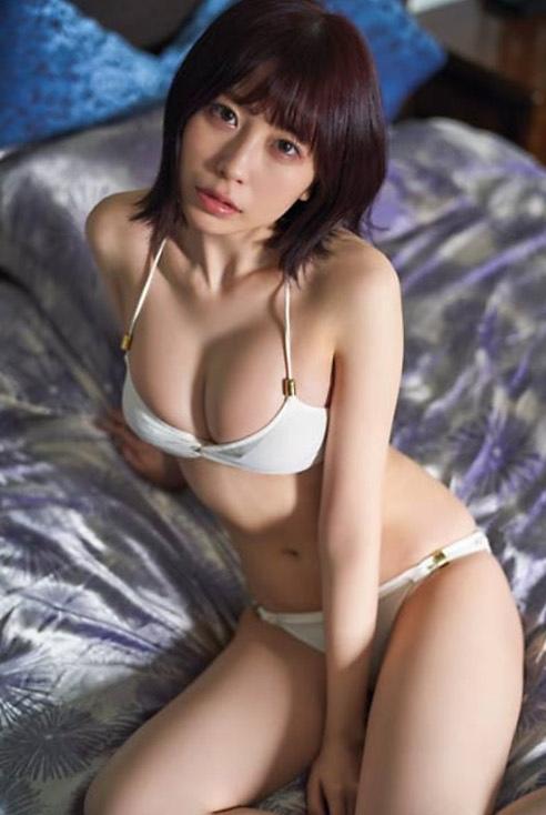 【宮内凛グラビア画像】色白肌が綺麗なスレンダー美少女の水着姿がエロい 13