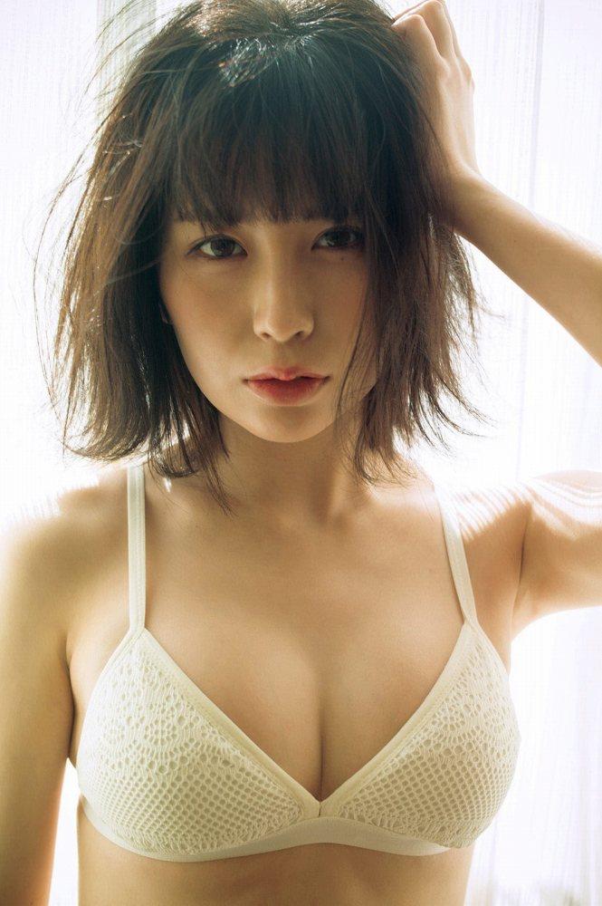 【宮内凛グラビア画像】色白肌が綺麗なスレンダー美少女の水着姿がエロい 25