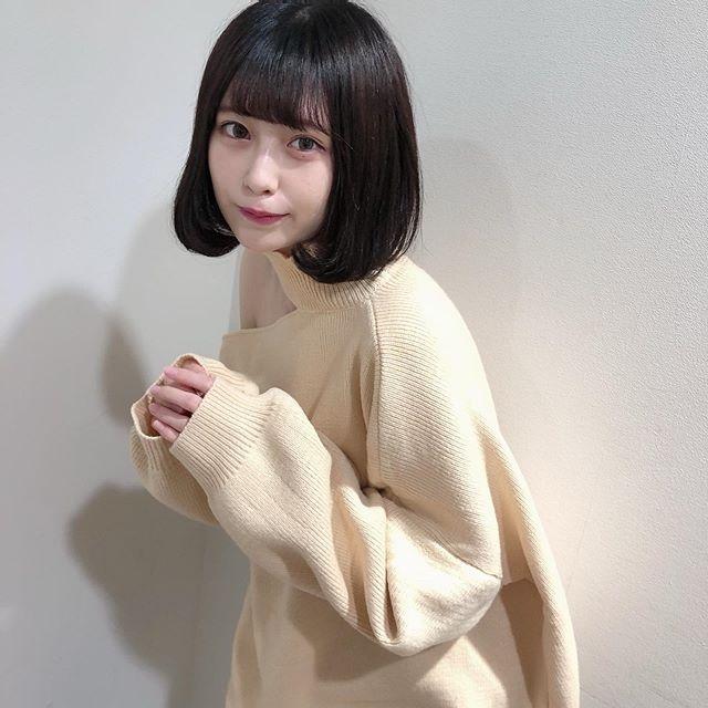 【宮内凛グラビア画像】色白肌が綺麗なスレンダー美少女の水着姿がエロい 44