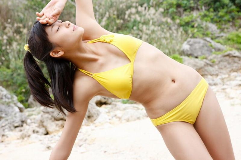 【和田彩花グラビア画像】元ハロプロアイドルの可愛くて健康的なビキニ姿