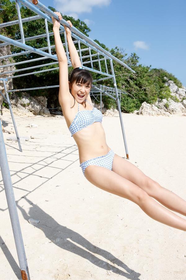 【和田彩花グラビア画像】元ハロプロアイドルの可愛くて健康的なビキニ姿 08