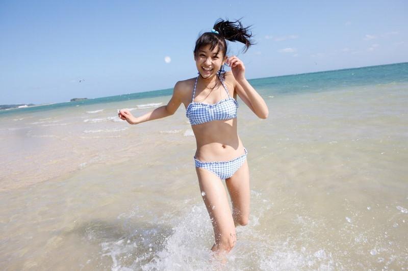 【和田彩花グラビア画像】元ハロプロアイドルの可愛くて健康的なビキニ姿 15