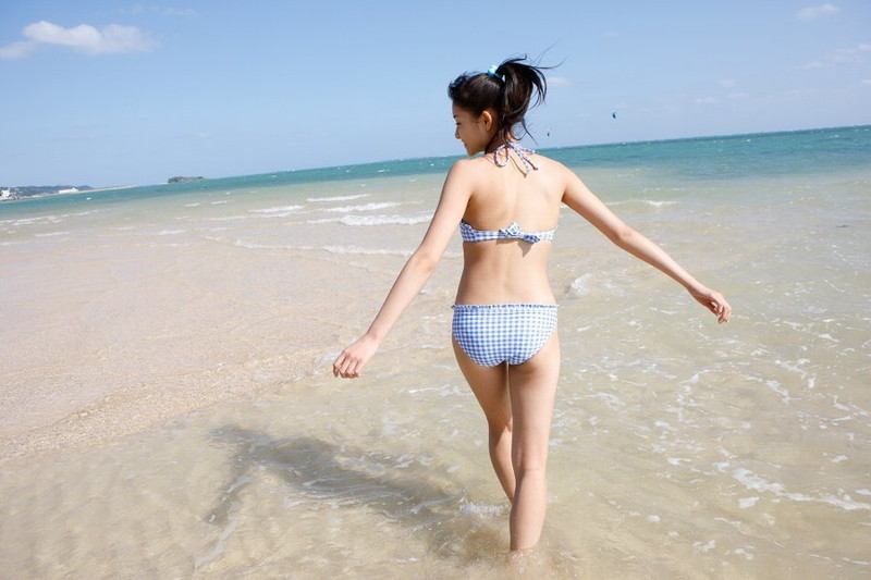 【和田彩花グラビア画像】元ハロプロアイドルの可愛くて健康的なビキニ姿 22