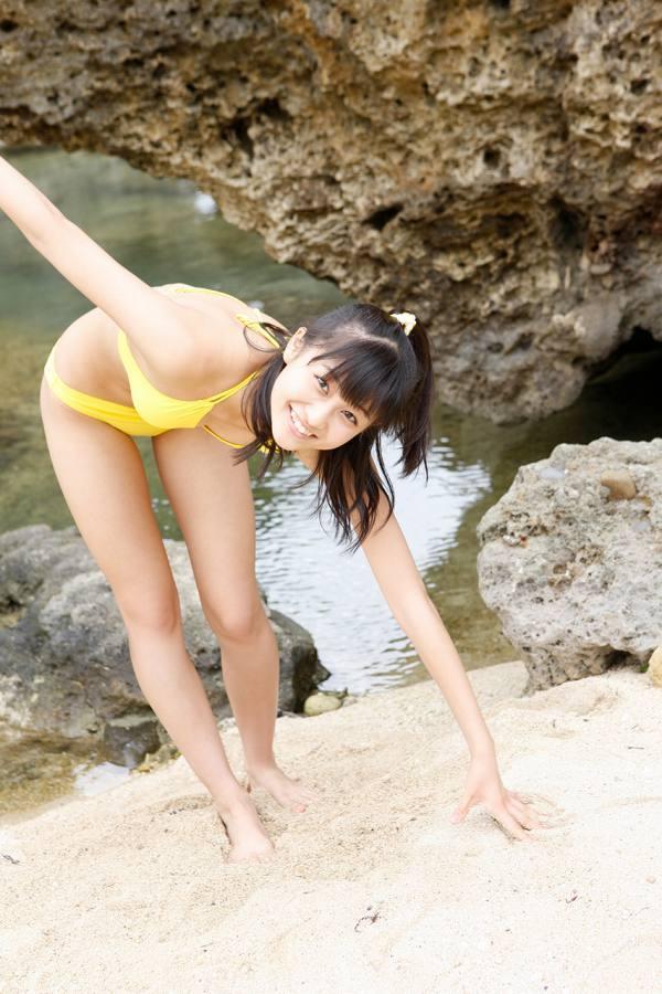 【和田彩花グラビア画像】元ハロプロアイドルの可愛くて健康的なビキニ姿 25