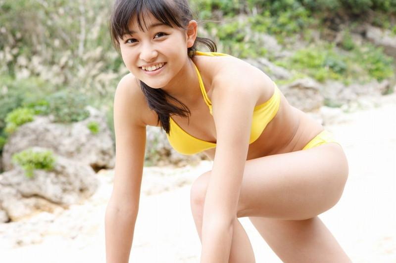 【和田彩花グラビア画像】元ハロプロアイドルの可愛くて健康的なビキニ姿 26