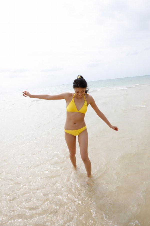 【和田彩花グラビア画像】元ハロプロアイドルの可愛くて健康的なビキニ姿 30