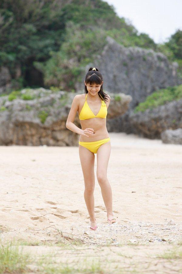 【和田彩花グラビア画像】元ハロプロアイドルの可愛くて健康的なビキニ姿 31